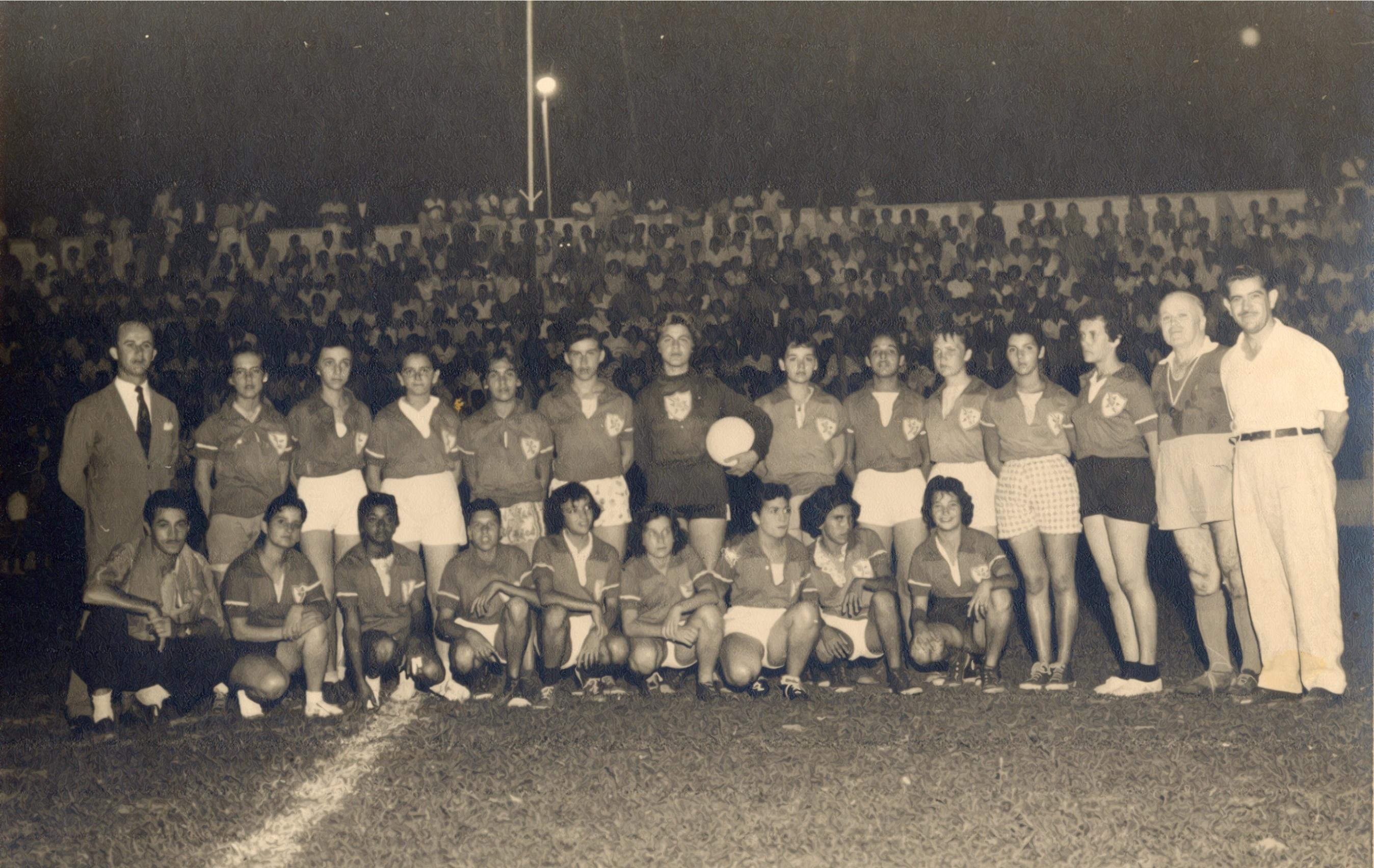 2212ec5dd Pioneiras do esporte proibido  histórias do início do futebol feminino no  Brasil