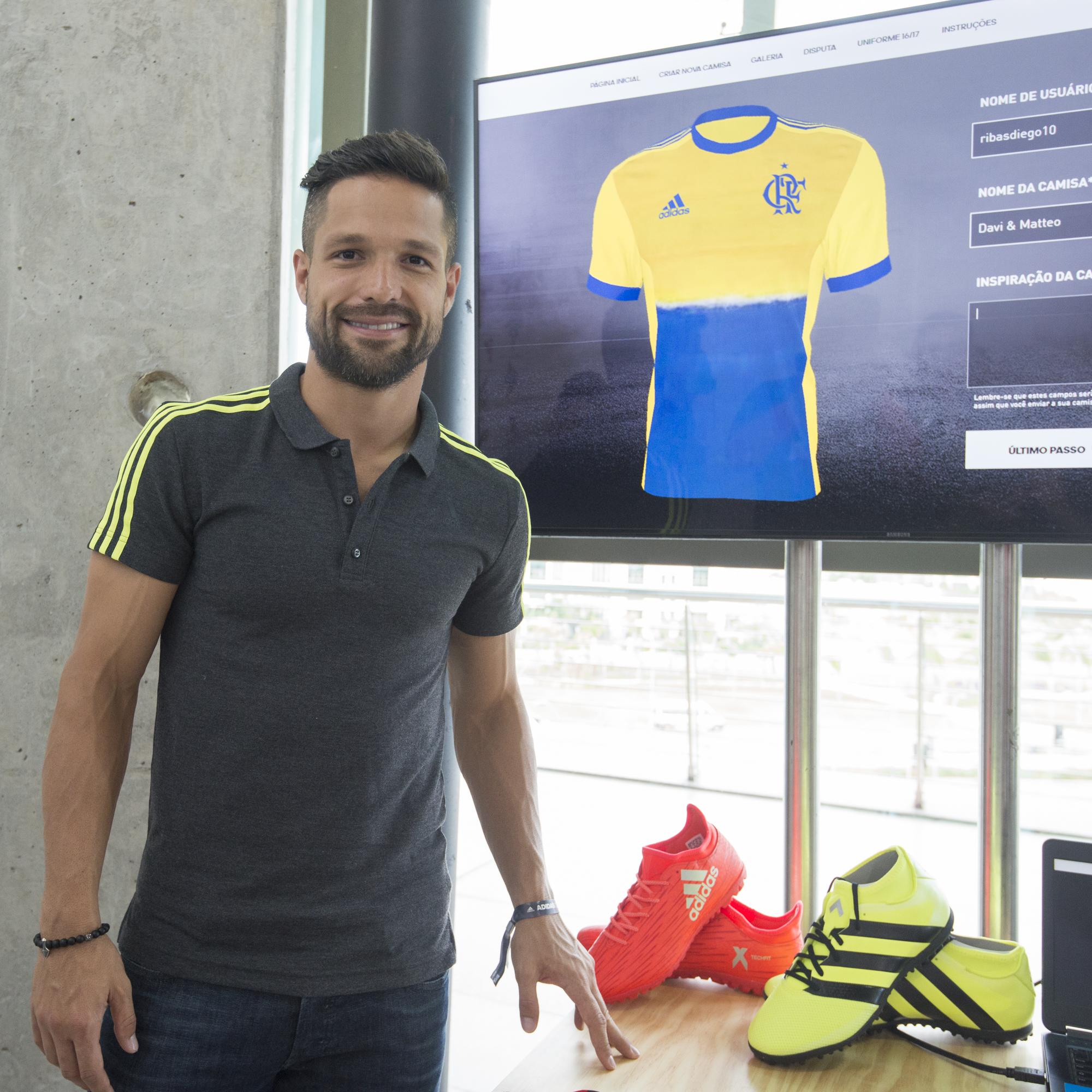 """Diego ataca de designer na nova 3ª camisa do Fla e afirma  """"Estou 80%"""