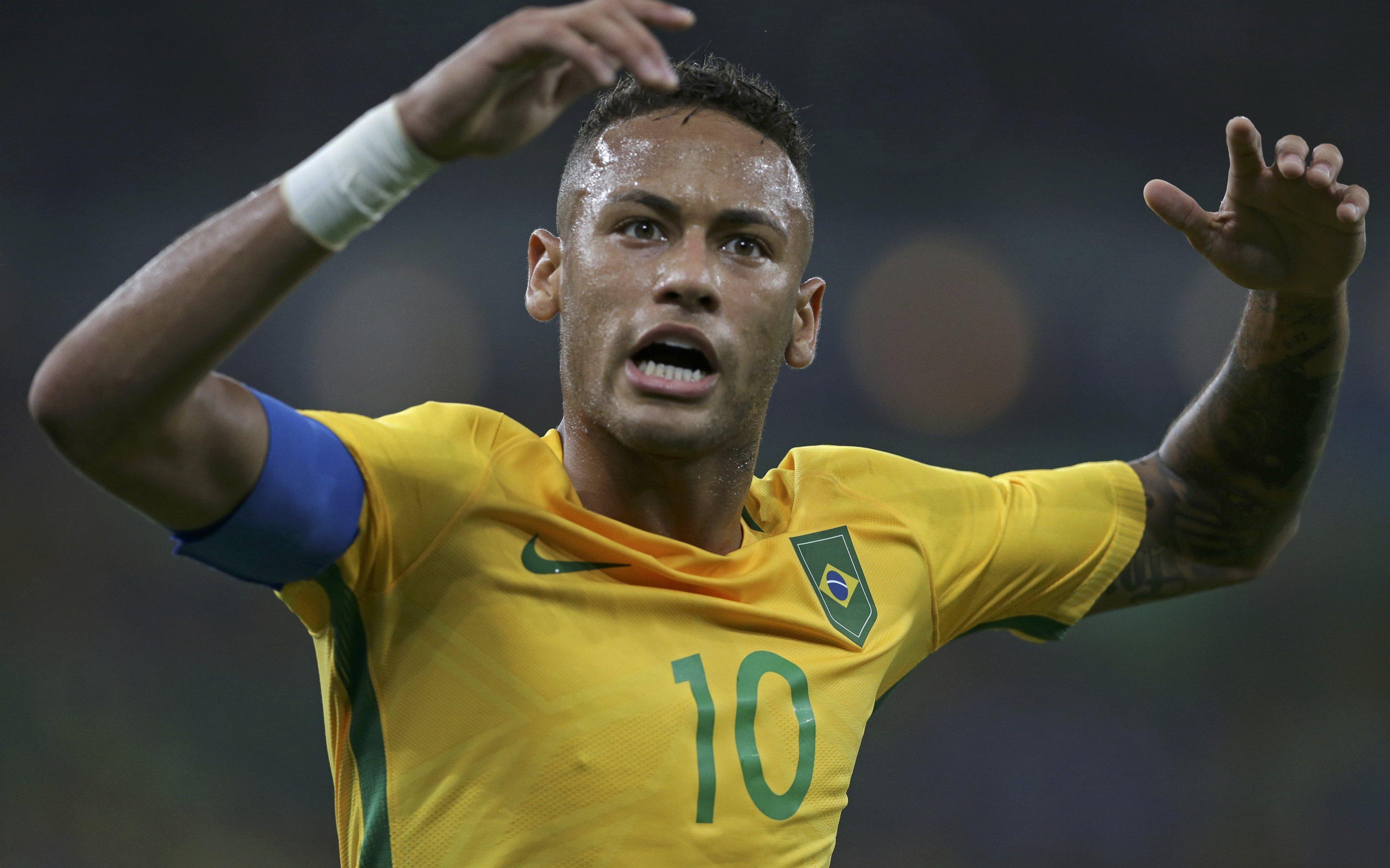 a62d7e4178 Jornalista critica Neymar por abrir mão publicamente da braçadeira de  capitão