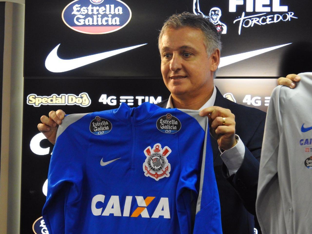 Corinthians anuncia contrato de parceria com cervejaria espanhola 29b5fe2244ecf
