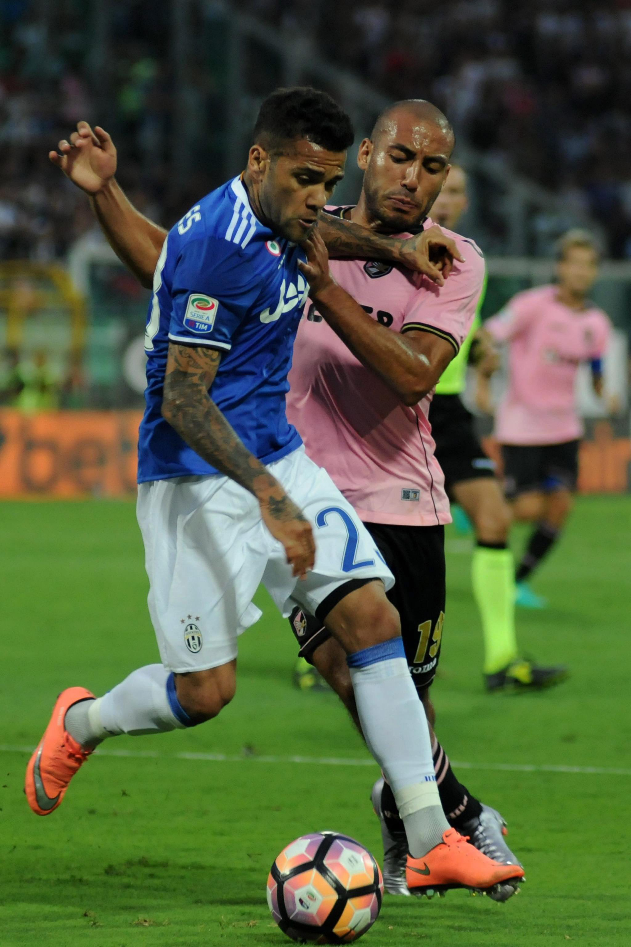 d650f1eac5 Radar da Seleção  Coutinho e Daniel Alves vão bem. Alisson amarga banco