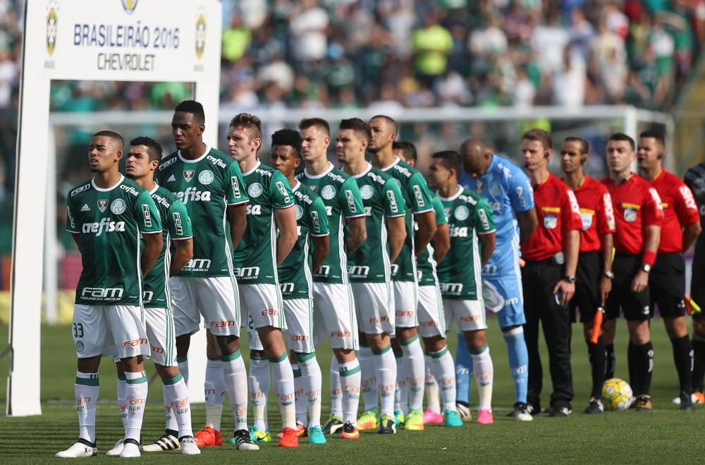 4692d7ba42272 Chuva força elenco do Palmeiras a ficar em Florianópolis após vitória