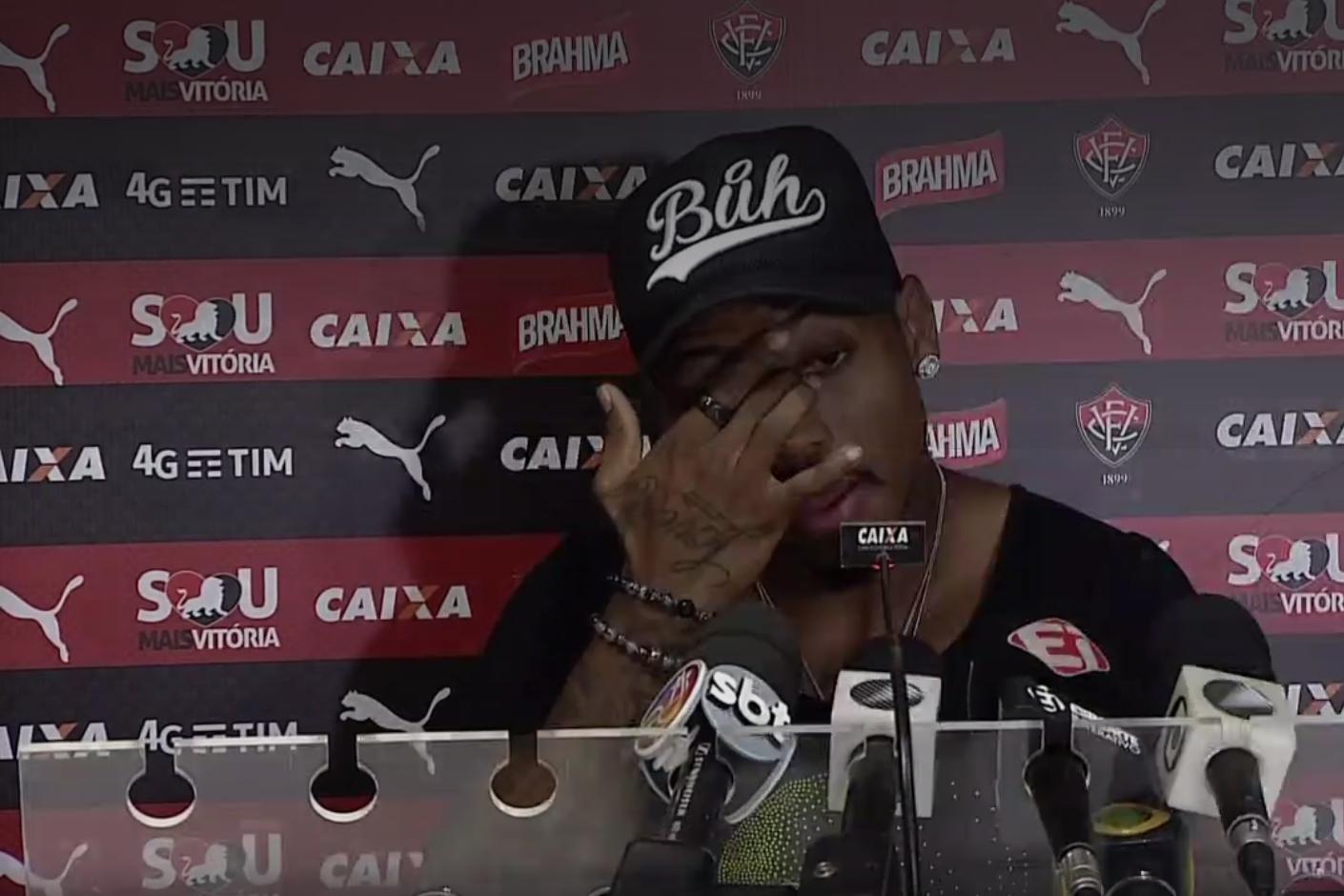 8fab07fbc1 Nem Vitória nem Flamengo  Marinho anuncia ida para futebol do exterior