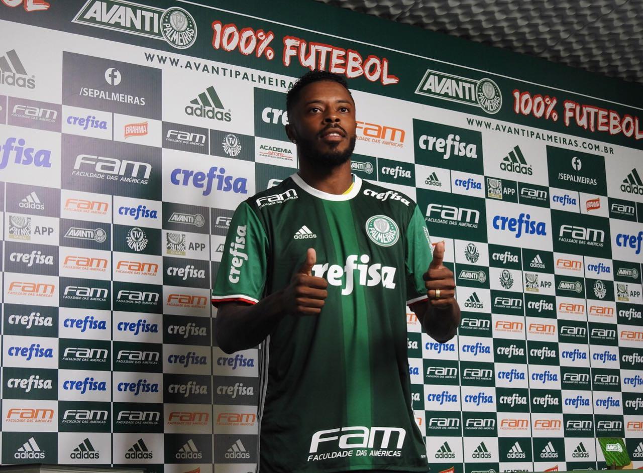 63601561a Meia  Lateral  Michel Bastos explica como pretende jogar no Palmeiras