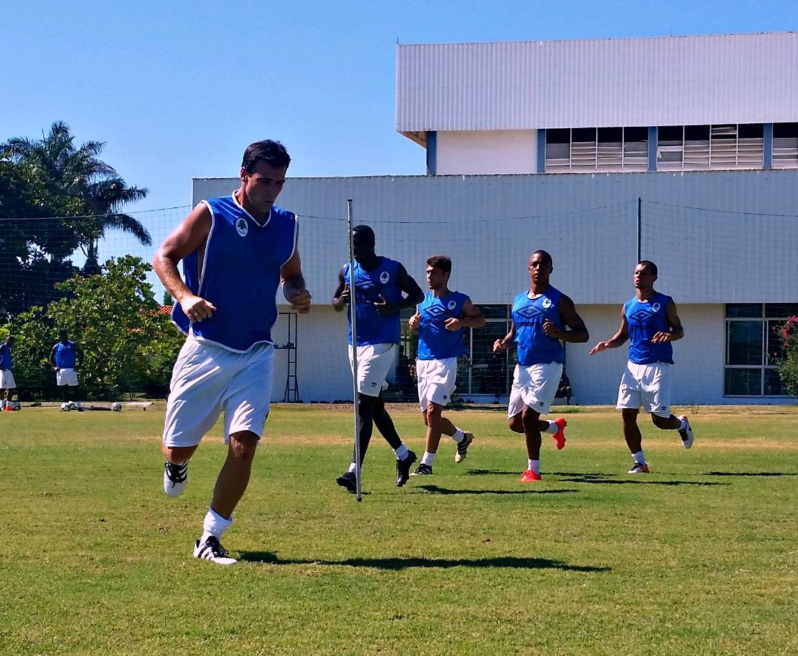 Quem corre regularmente tem menos chance de se lesionar jogando futebol  bc68574cf21c6