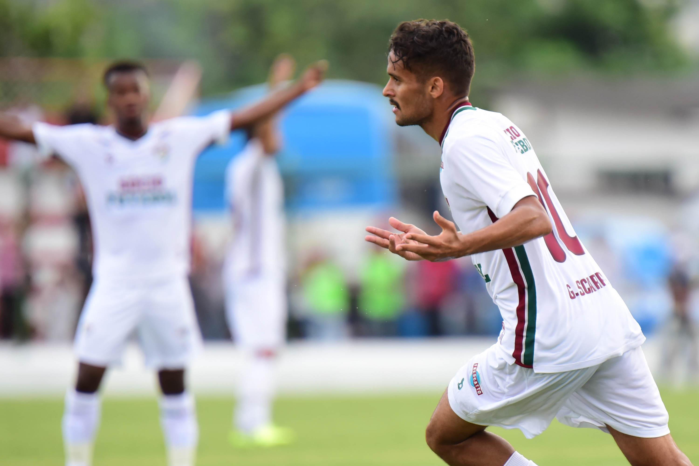 ee0d325a24 Abad confirma oferta do Palmeiras por Scarpa e recusa do Flu    Não  agradou