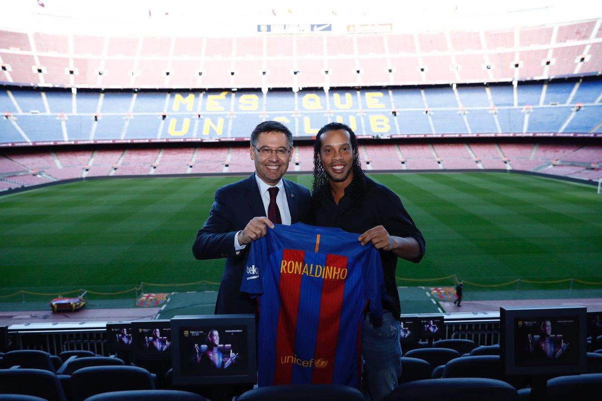 Ronaldinho brinca com trio MSN