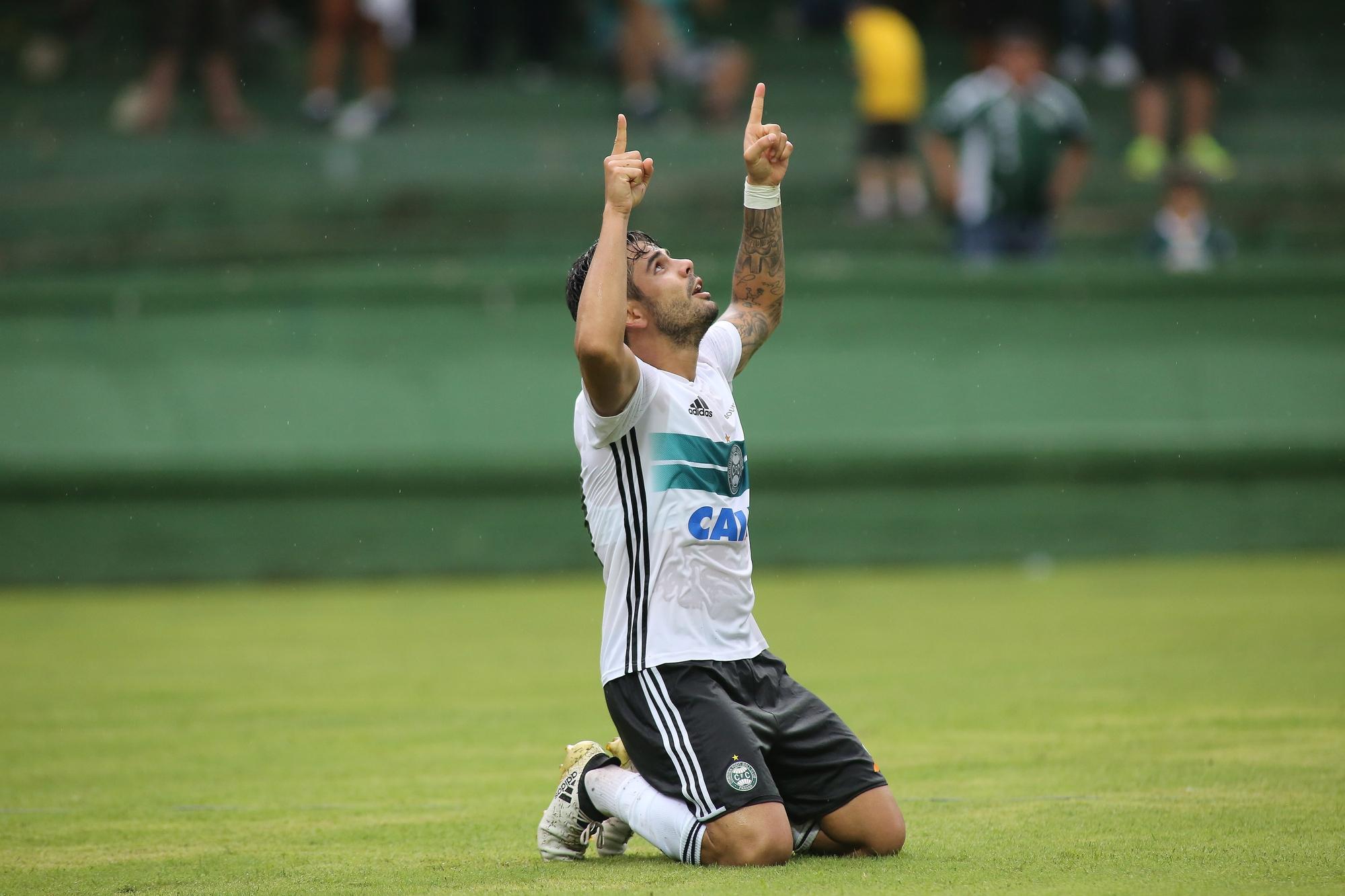 É rede! Henrique Almeida vibra com primeiro gol após retorno ao Coritiba 962a167ada4be