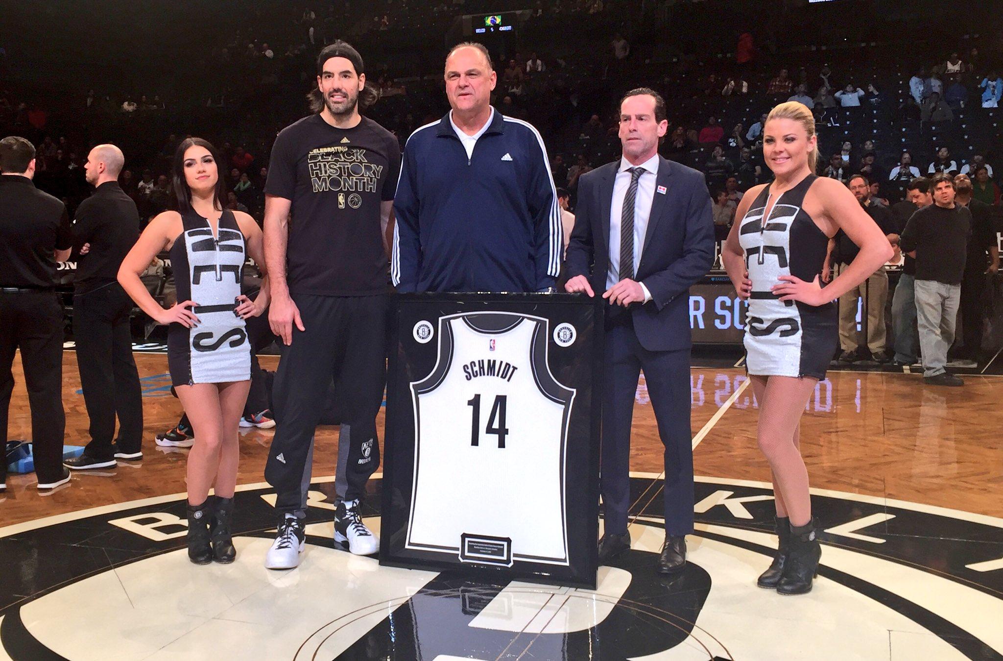 2cf1a3224 Oscar Schmidt vibra após homenagem dos Nets em NY