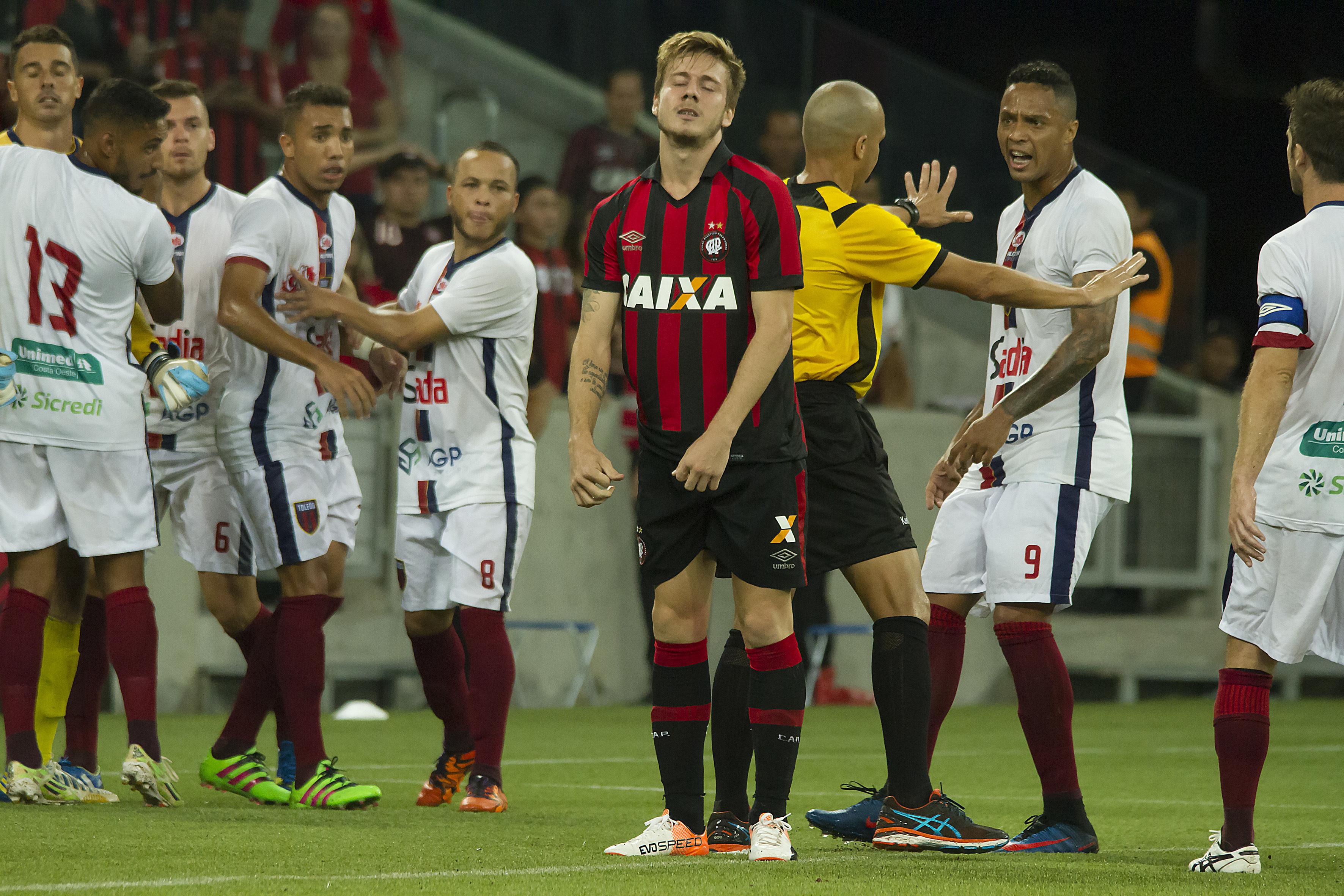 83666f4e05 Paulo Autuori defende Luís Henrique por pênalti perdido pelo Atlético-PR