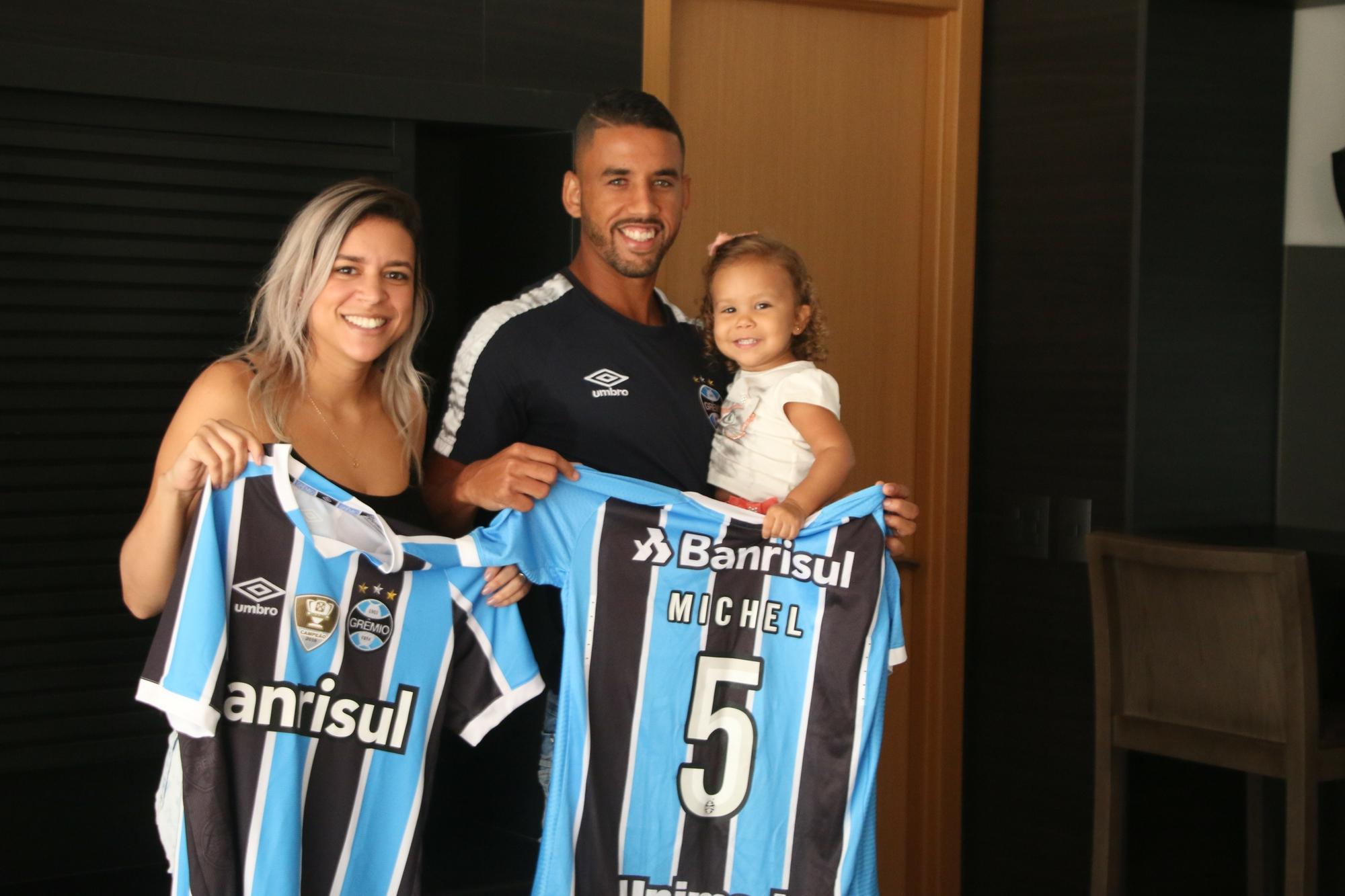 Da fome e abandono ao choro no Gre-Nal  a trajetória de Michel até o Grêmio f8d89b225ed4c