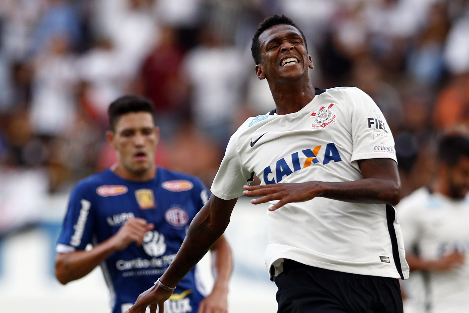 Análise  Corinthians sofre com lentidão para atacar em derrota para  Ferroviária 521ac3a2cb