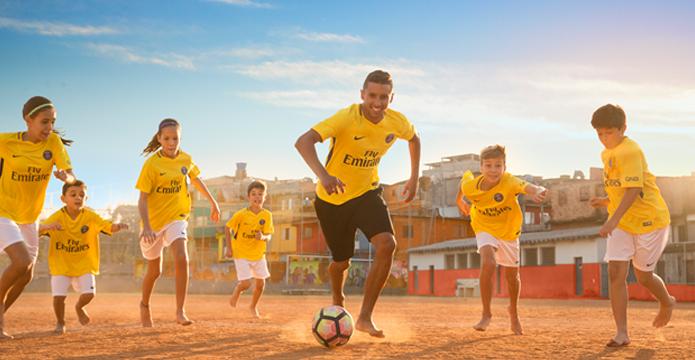 BLOG: PSG divulga nova camisa em homenagem ao Brasil. Mas porquê?