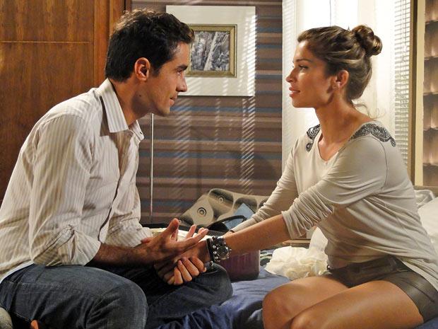 Vicente diz que quer ter filhos com Lucena (Foto: Aquele Beijo/TV Globo)