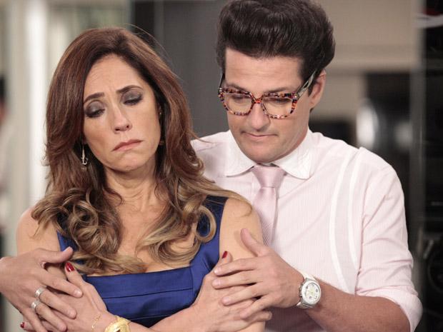 Crô consola Tereza Cristina (Foto: Fina Estampa/TV Globo)