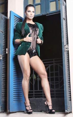 EGO - Bailarina do Faustão posa com as pernas de fora e blusa ... 19a422dc98