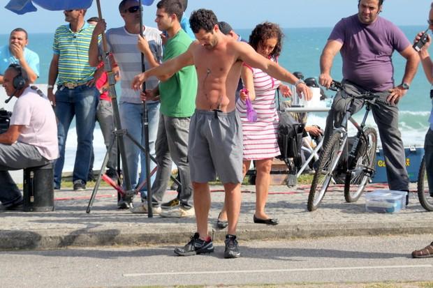 ee9c8525d Malvino Salvador exibe o corpo durante gravação no Rio (Foto  Marcos  Ferreira Photo