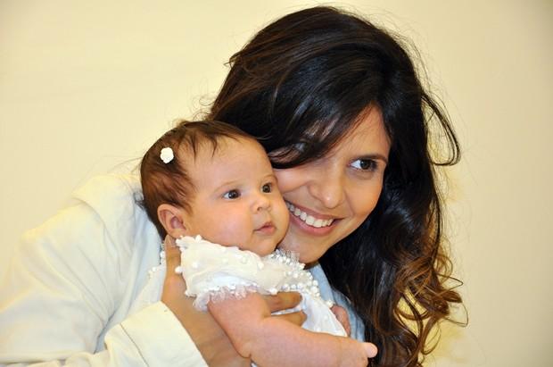 Mensagem De Apresentação De Bebe Na Igreja: Aline Barros Leva A Filha Bebê Para Consagração Em