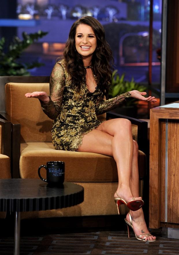 EGO - Com as pernas de fora, Lea Michele quase é traída por vestido ... 3a1063eaa5