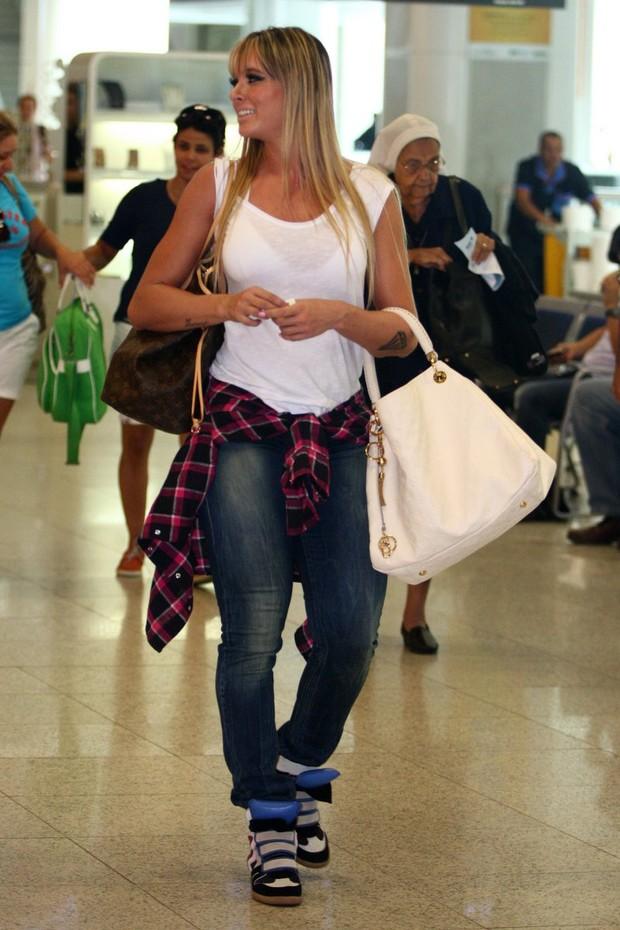 987185713 EGO - O que houve? Juju Salimeni é clicada de calça jeans e sem ...