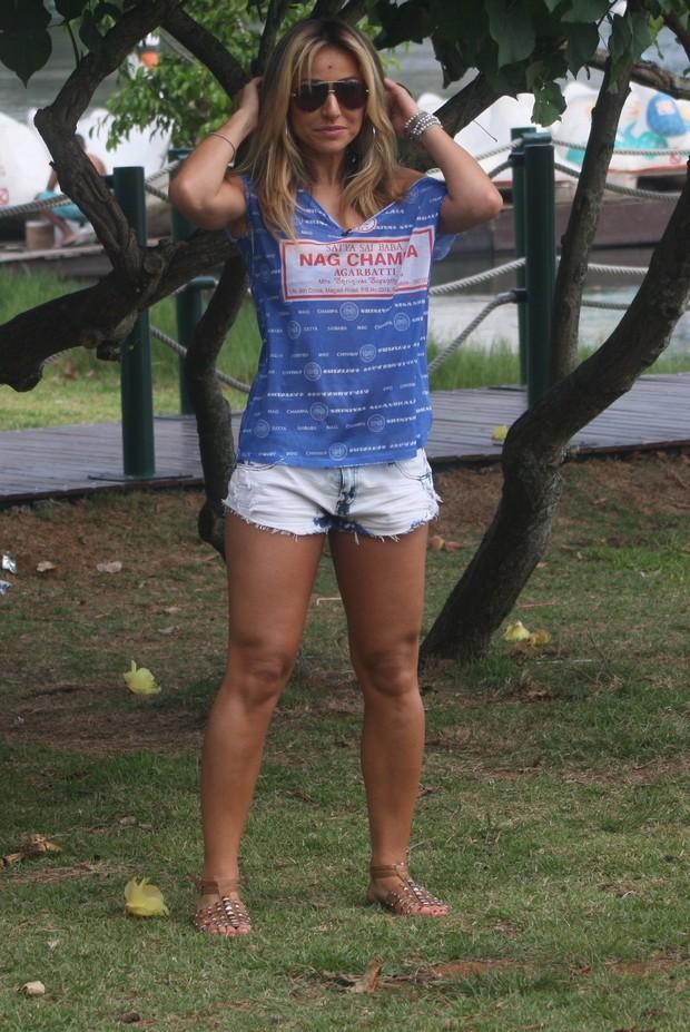ff1a90530175a EGO - Sabrina Sato grava programa de shortinho na Lagoa