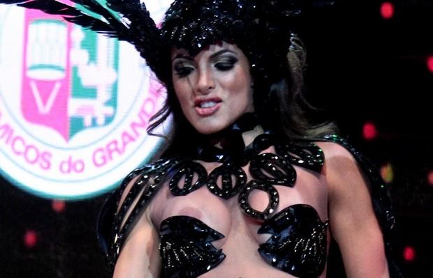Carla Prata em gravação de clipe de carnaval no Rio (Foto: Isac Luz/ EGO)