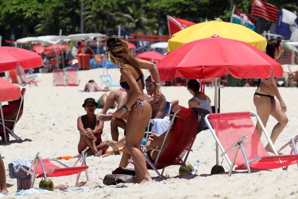 1d24c83f1ef40 Sabrina Sato exibe seu corpão na praia do Leblon, no Rio - fotos em Famosos  - EGO