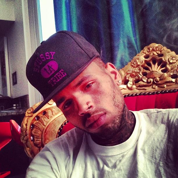 EGO - Chris Brown posta foto abatido e de cueca: 'Me ...