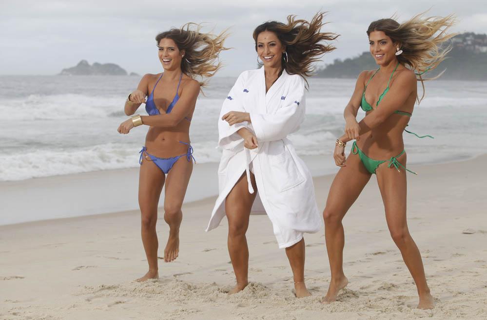 7b9b1026ab357 Sabrina Sato e gêmeas do nado sincronizado participam de gravação no Rio de  Janeiro - fotos em Praia - EGO