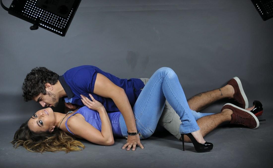 Caio Castro e Sabrina Sato fazem caras e bocas durante ensaio para campanha 5dc2e615d4