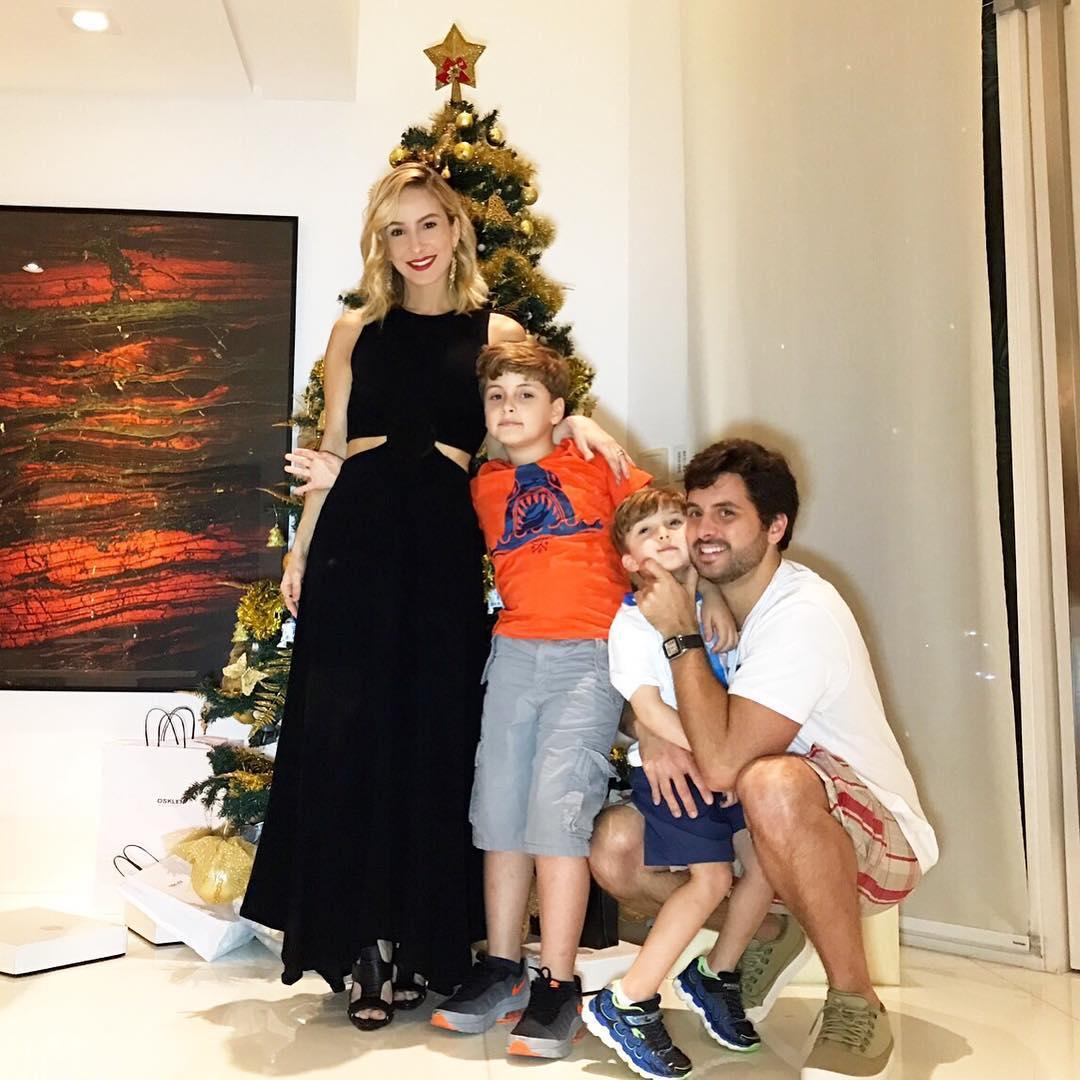 Famosos comemoram o Natal com suas famílias e amigos; veja ...