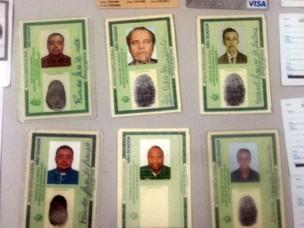 Homem é preso com vários documentos falsos (Foto: Divulgação/Polícia Civil)