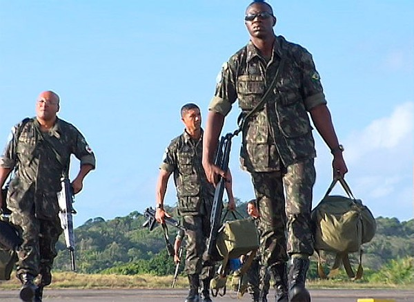 Soldados retornam a Salvador após missão de paz no Haiti (Foto   Reprodução TV ae87e2e2c1f