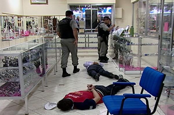 8384756f8dd G1 - Brigada Militar frustra assalto a joalheria de Santa Cruz do ...