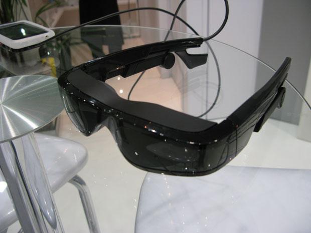 85c54c4838d17 Óculos permite assistir a filmes do iPhone e do iPod. (Foto  Gustavo  Petró G1)