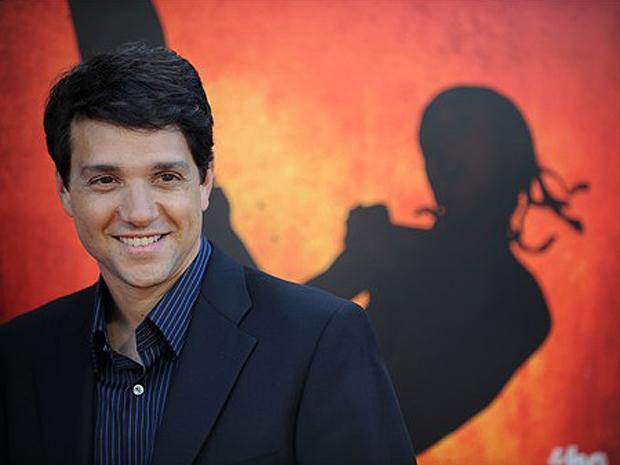 Macchio estrelou a primeira versão do filme, cuja refilmagem deve estrear no Brasil em agosto. Atualmente, o ator trabalha em séries de TV (como 'Uggly Betty') e diretor de curtas-metragem.