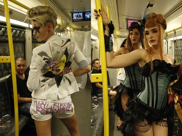 G1 - Metrô de Berlim tem desfile de moda fetichista - notícias em ... 14e98ef67c7
