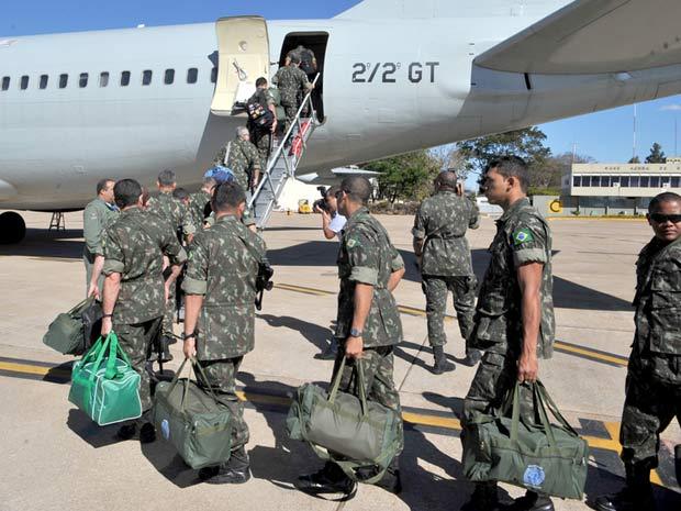 Militares brasileiros embarcam para o Haiti onde vão compor a  Missão de Paz da ONU