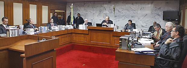 Ministros durante sessão do Tribunal Superior Eleitoral (TSE) nesta quarta-feira (25)