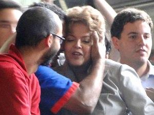 Candidata do PT à Presidência da República, Dilma Rousseff, durante campanha em Minas Gerais, nesta quinta-feira (07).