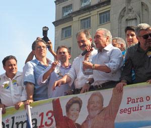 Michel Temer discursa em ato de apoio a Dilma