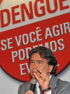 O ministro José Gomes Temporão (Saúde) nesta quinta, na divulgação de dados sobre a dengue no Brasil