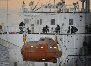 Marinha da Coreia do Sul mata 8 piratas e liberta tripulantes (AP)