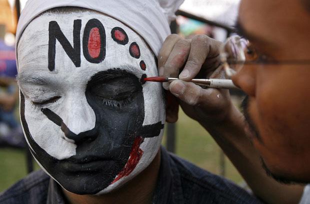 G1 - Cidade na Índia realiza competição de pintura facial