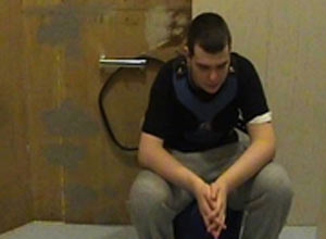 Imagens de Brandon acorrentado foram mostradas pela TV holandesa