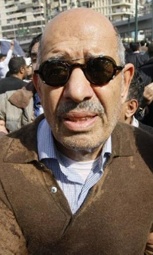 O opositor Mohamed ElBaradei durante protestos nesta sexta-feira (28) no Cairo