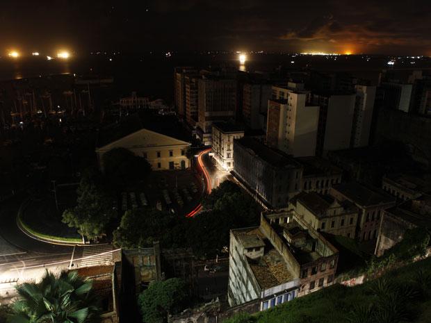Apagão atingiu oito estados do Nordeste na madrugada desta sexta-feira (4) (Foto: Marco Aurélio Martins/Agência A Tarde/AE)