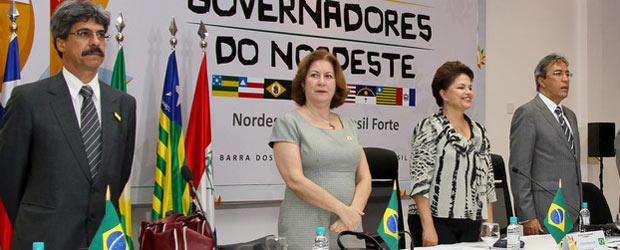 Da esq. para a dir: os ministros Luiz Sérgio e Miriam Belchior, Dilma e o governador Marcelo Déda  (Foto: Roberto Stuckert / Presidência)