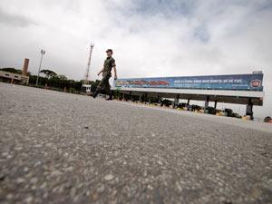 Praça de pedágio, no sentido litoral, está vazia (Foto: Vinícius Sgarbe/G1 PR)