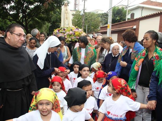 Católicos Comemoram Dia De Nossa Senhora De Fátima Em